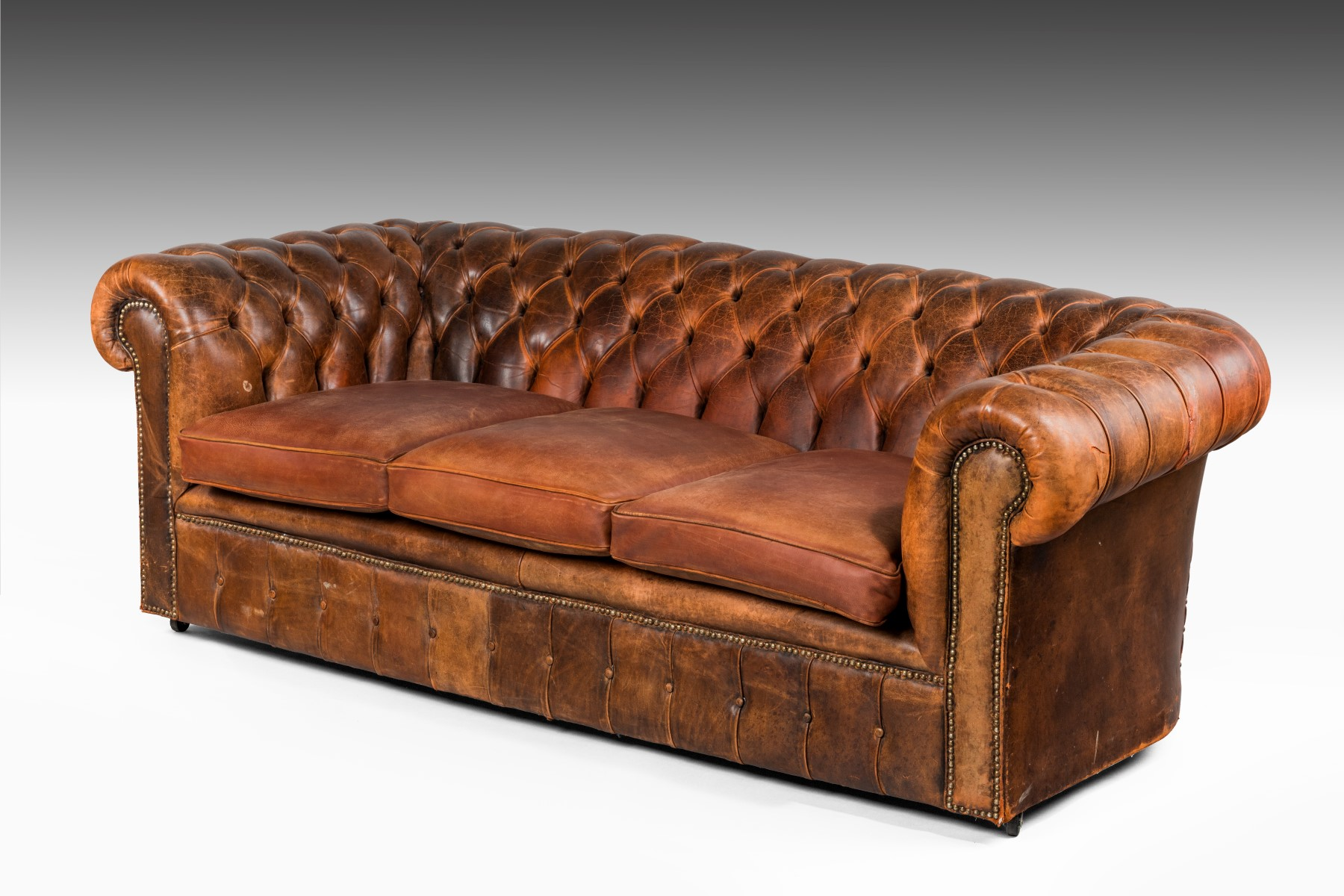 leather chesterfield summers davis antiques interiors. Black Bedroom Furniture Sets. Home Design Ideas