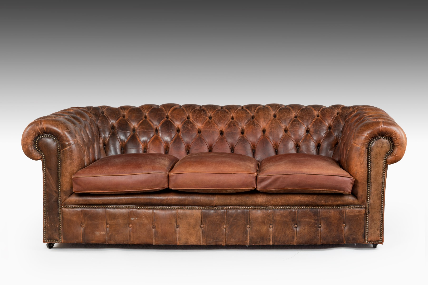 Leather chesterfield sofa uk leather chesterfield summers davis antiques interiors the Leather chesterfield loveseat